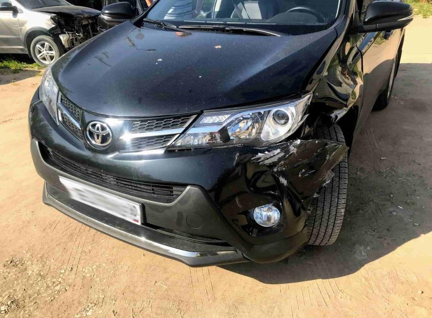 Фото до ремонта бампера Toyota